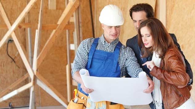General Contractor helping Customers